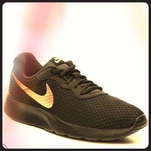Nike Tanjun 🖤🧡⚜️🔱‼️